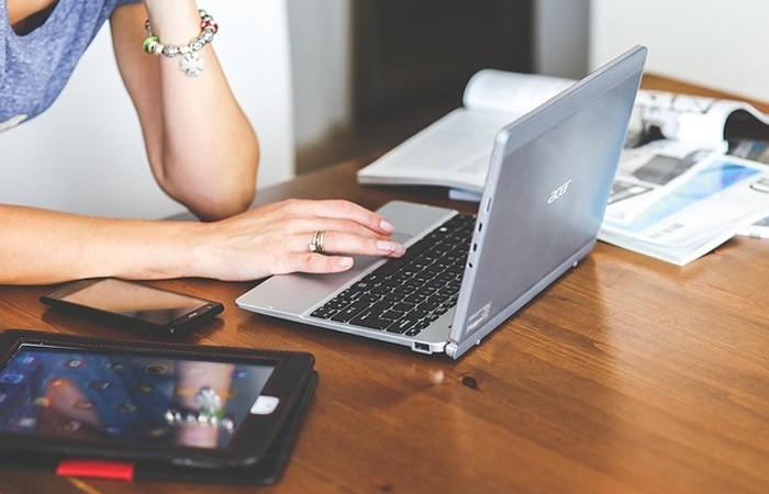 Avenir emploi et travail par email